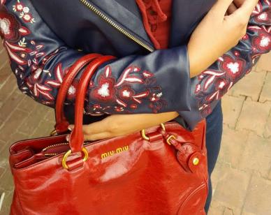 Vest : Guess  Bag : Miu Miu
